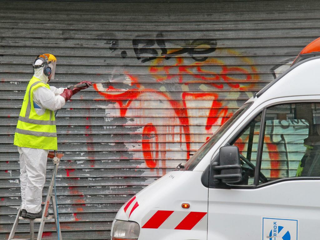 Logo-Effizient-Köln-Erftstadt-Gebäudereinigung-Reinigung-Fassade-Fassadenreinigung-Graffitientfernung-Graffiti-Entfernung-Teppichreinigung-Polsterreinigung-Teppich-Polster-Industriereinigung-Industrie-Wartung-Glasreinigung-Glas-Fenster-Asbestentsorgung-Tauben-Schädlingsbekämpfung-Beratung-Bau-Desinfektion-Winterdienst
